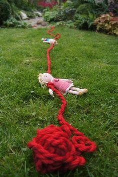 fantasifantasten.no - inspirasjon til alle som jobber med barn Imaginative Play, Outdoors, Christmas Ornaments, Holiday Decor, Ideas, Design, Blue Prints, Textile Art, Christmas Jewelry
