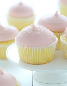 cupcakes are edible summer. Perfectly light and airy, perfectly sweet and tangy!These cupcakes are edible summer. Perfectly light and airy, perfectly sweet and tangy! No Bake Desserts, Just Desserts, Delicious Desserts, Dessert Recipes, Yummy Food, Vegan Desserts, Strawberry Lemon Cupcakes, Strawberry Buttercream, Buttercream Cupcakes