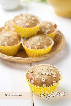 Muffin al miele con zucchero di canna dei dolcetti genuiniper la colazione e la merenda. Facili, veloci fa preparare, il miele li rende morbidi morbidi