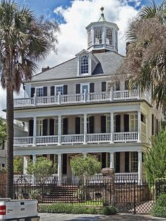 "A Grand Ol' Home in the Grand Ol"" city of #Charleston, South Carolina => This just screams ""Bed and Breakfast""."