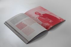 Looking specifically at the use of colour: the duotone of the image with coloured text on the opposite page complementing the image. GUIMARÃES JAZZ 2012 by Atelier Martinoña.