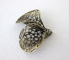 Antiqued Brass Ox Filigree Bead Cap Calla by BumbershootSupplies, $3.25