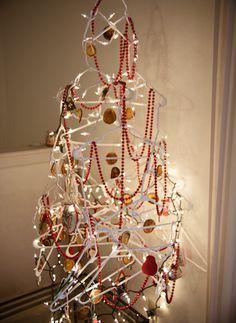 Our Minimalist Christmas Tree H&m Christmas Tree, Recycled Christmas Tree, Redneck Christmas, Unusual Christmas Trees, Minimalist Christmas Tree, Simple Christmas, Christmas Holidays, Christmas Crafts, Christmas Decorations
