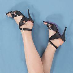 Tem sandália linda, poderosa, e lançada há pouco na promo exclusiva do shop.miezko.com/promocao-especial-s60/. R$100 OFF em produtos selecionados