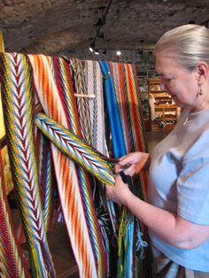 Inkle Weaving, Weaving Yarn, Native American Beadwork, Native American Art, Ribbon Quilt, Finger Weaving, Feather Crafts, Textile Fabrics, Weaving Techniques