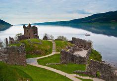 Urquhart Castle - Loch Ness, #Scotland, The lake Legend of the Loch Ness Monster. Watch http://destinations-for-travelers.blogspot.com/2014/08/castelo-urquhart-castle-lago-ness-drumnadrochit-escocia.html