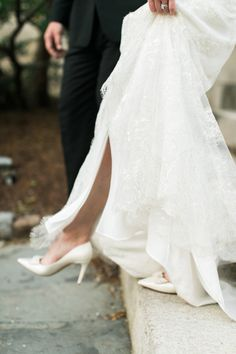 Bride in Kate Spade Shoes | photography by http://www.rebeccaarthurs.com