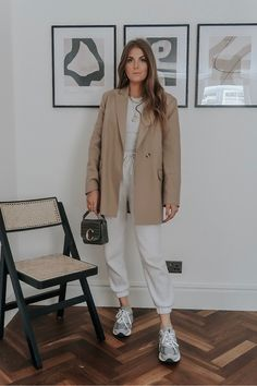 Classic Outfits, Classic Style, Joggers Outfit, Neutral Outfit, Spring Outfits, Ideias Fashion, Outfit Ideas, Normcore, Chic