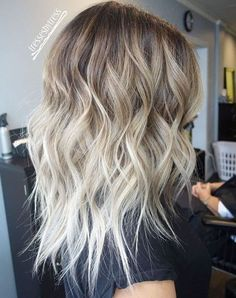 Brown to blond wavy ombre hair - Hair Trends Blond Ombre, Ombre Hair Color, Hair Color Balayage, Bronde Balayage, Ombre Brown, Blonde Ombre Hair Medium, Hair Highlights, Platinum Blonde Ombre, Medium Length Ombre Hair
