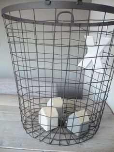 storage basket for plaids and pillows