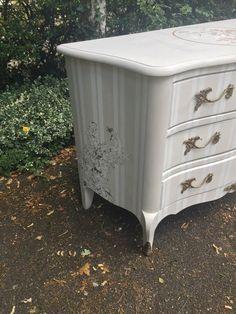 Pochoir des meubles sur pinterest cutting edge stencils for Pochoir pour meuble