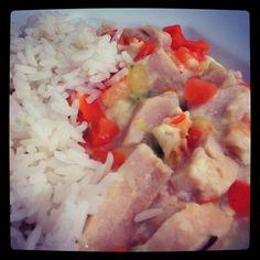 Peito de frango com legumes e arroz branquinho