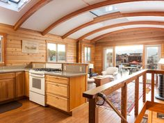 A small custom houseboat in Sausalito, California. (pinned by http://haw-creek.com)