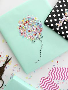 Original idea for gift wrapping, balloons made of colorful sequins - DIY: VERPACKUNG Present Wrapping, Creative Gift Wrapping, Creative Gifts, Diy Wrapping, Diy Gifts, Handmade Gifts, Wrap Gifts, Party Gifts, Saint Valentin Diy