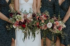 We have a flower obsession over here and that's perfectly healthy.. because LOOK at these florals by @formoverfunctionevents! Hit the link…
