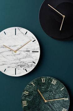 Rethink the traditional timepiece as functional wall decor with this stylish marble wall clock.Besides their practical use, wall clocks are perfect for adding artful appeal to your kitchen wall or acting as a focal point in the living room. Our unique design and beautiful metal frame will delight your life on a daily basis.