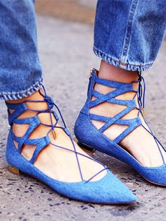 Flats that still share the sultry nature of a stiletto sans the discomfort. // #StreetStyle