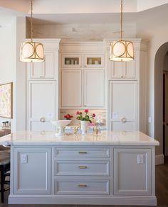 Marble look, white kitchen