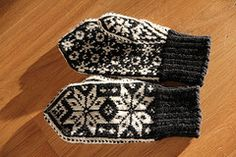 Selbuvotter (anja63) Tags: white black wool knitting knit norwegian yarn knitted rauma scandinavian mittens selbu vantar votter selbustrikk damevotter