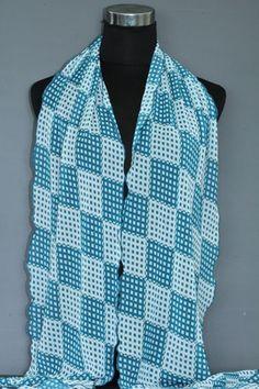 Blauw / groene sjaal met vierkantjes - http://www.hoofdzakelijksjaals.nl/sjaal-vierkantjes-groen