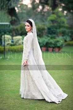 Irfan-Ahson-Pakistani-Wedding-Bridal-Outfit-200