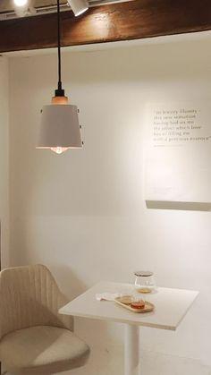 Korea Wallpaper, Soft Wallpaper, Aesthetic Pastel Wallpaper, Aesthetic Backgrounds, Screen Wallpaper, Aesthetic Wallpapers, Brown Aesthetic, Aesthetic Rooms, Aesthetic Lockscreens
