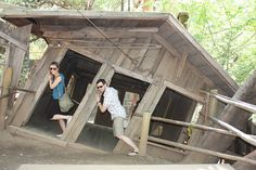 Forget Harry Potter; the Oregon Vortex is the real deal. A magical place where brooms stand up on their own and people appear to change size Idaho, Nevada, Mystery Photos, Oregon Travel, Oregon Tourism, Visit Oregon, Portland Oregon, Salem Oregon, Central Oregon