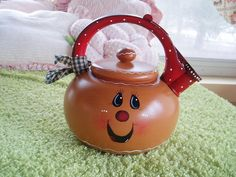 Gingerbread teapot Gingerbread Crafts, Gingerbread Decorations, Country Christmas Decorations, Gingerbread Men, Christmas Mantels, Christmas Signs, Man Crafts, Diy And Crafts, Painted Pots