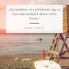 Dej každému dni příležitost, aby se stal nejkrásnějším dnem tvého života. - Mark Twain Mark Twain, Yoga Meditation, Wallpaper Quotes, Wise Words, Letter Board, Quotations, Dreaming Of You, Motivational Quotes, Life Quotes