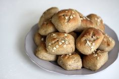 Easy (and healthy) homemade rolls: Use a bread machine for the kneading, then bake in the oven. Full of oats, whole wheat, flaxseed and yogurt, too. Perfect as a dinner side, or sandwiches for the kids. From foodlets.com