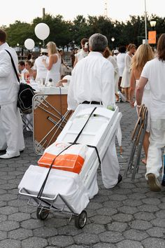 tip gleaned from 2011 Diner En Blanc - New York City: get a hand truck