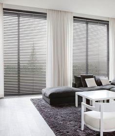 Le store vénitien aluminium gris, pour décorer, protéger l'intimité et maîtriser la lumière entrant dans une pièce de vie. #surmesure #store #blind #gris #grey #aluminium #ideedeco #deco #storesdiscount