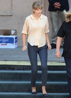 Cat shoes :P : Taylor Swift
