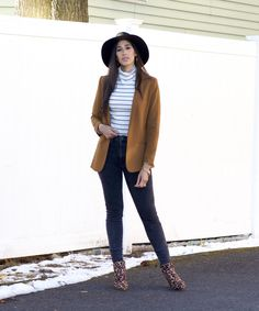 Rust & Faded Black Denim - The Style Contour Grey Jeans, Black Denim, Holiday Fashion, All Fashion, Flattering Outfits, My Beautiful Friend, Plain Black, Small Waist, Pattern Mixing