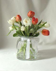 kukat aaltomaljakossa - Google-haku Glass Vase, Google, Flowers, Home Decor, Vases, Decoration Home, Room Decor, Royal Icing Flowers, Home Interior Design