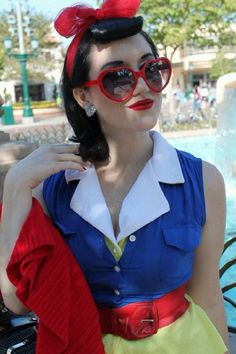 Disney bound! Love this vintage inspired Snow White cosplay. - 12 Snow White Cosplays