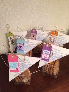 Koekje: Arnhemse meisjes met de geschiedenis op papier en mooie tekstjes van pinterest Place Cards, Wings, Packaging, Place Card Holders, Food, Paper, Essen, Meals, Wrapping