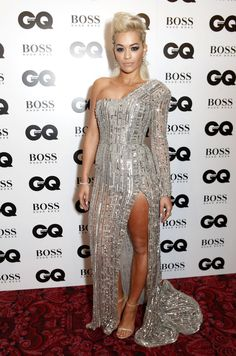 GLAMOUR girl Rita looks picture perfect in a slashed-to-the-thigh, strong-shouldered Zuhair Murad creation. Kim Kardashian Gq, Gq Awards, Gq Men, Glamour, Silver Dress, Rita Ora, Event Dresses, Oras, Dress To Impress