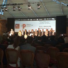 Nuestro compañero Oscar Puig recibiendo el Premi Cambra 2013 a la Mejor Iniciativa Comercial y de Servicios de manos de Felip Puig, Conseller d'Empresa i Ocupació de la Generalitat de Catalunya