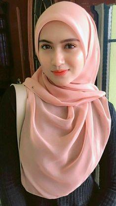Pin Image by Fashion Kusmia Beautiful Arab Women, Beautiful Hijab, Beautiful Indian Actress, Hijabi Girl, Girl Hijab, Video Hijab, Muslim Women Fashion, Muslim Beauty, Hijab Chic