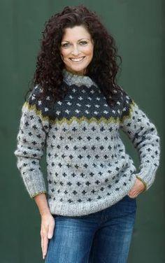 By Charlotte Hjelholt Fair Isle Knitting, Free Knitting, Knitting Sweaters, Icelandic Sweaters, Fair Isle Pattern, Sweater Outfits, Knitted Hats, Christmas Sweaters, Knitwear
