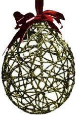 A creative idea to decorate your home for Christmas. Christmas ball ornaments are easy to make using yarn or string wrapped around a balloon. 1/2 cup glue 1/2 cup water.