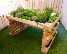 Raised planter box DIY from pallets