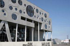Musikkens Hus, Aalborg: 5 km akustikgardin i 4 meters højde. http://fischer-danmark.dk/projekter/reference-musikkens-hus/