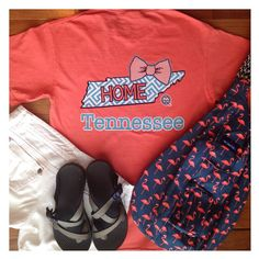 Shaw Avenue - Outfit of the Day www.shawave.com Girlie Girl Tennessee shirt, white shorts, Chacos, & Flamingo Kavu rope bag