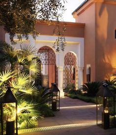 La Mamounia Marrakech, a luxury escape Moroccan Design, Moroccan Decor, Modern Moroccan, Moroccan Style, Islamic Architecture, Architecture Design, Hotel Architecture, Mamounia Marrakech, Marrakech Morocco