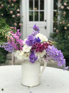15 Unique Vase Ideas From Rustic to Classic Vase Ideas, Centerpieces, Table Decorations, Spring Blooms, Flower Bouquets, Vegetable Garden, Vases, Flower Arrangements, Beautiful Flowers
