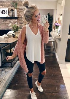 Love the style of that tank top winter outfits women, cute outfits for winter, Winter Outfits Women, Cute Fall Outfits, Winter Fashion Outfits, Look Fashion, Trendy Outfits, Autumn Fashion, Ladies Outfits, College Winter Outfits, Womens Fashion