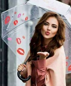 Smile And Wave, Just Smile, Amazing Women, Beautiful Women, Kiss Beauty, Blowing Kisses, Lipstick Kiss, Sweet Kisses, Under My Umbrella