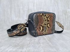 Check out this item in my Etsy shop https://www.etsy.com/listing/606236414/cubik-snake-bag